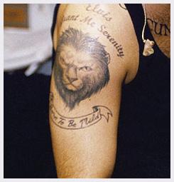 Komu patří tetování?